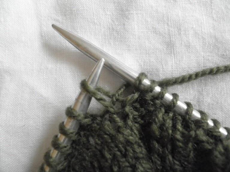 Como hacer flores de lana con dos agujas para adornar - Como hacer punto de ochos a dos agujas ...