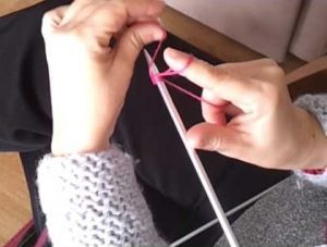 como hacer patucos con dos agujas-13